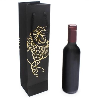 Saco garrafa de vinho preta com uvas douradas
