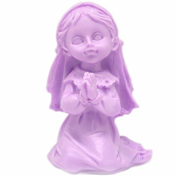 Molde niña rezando mirando de frente