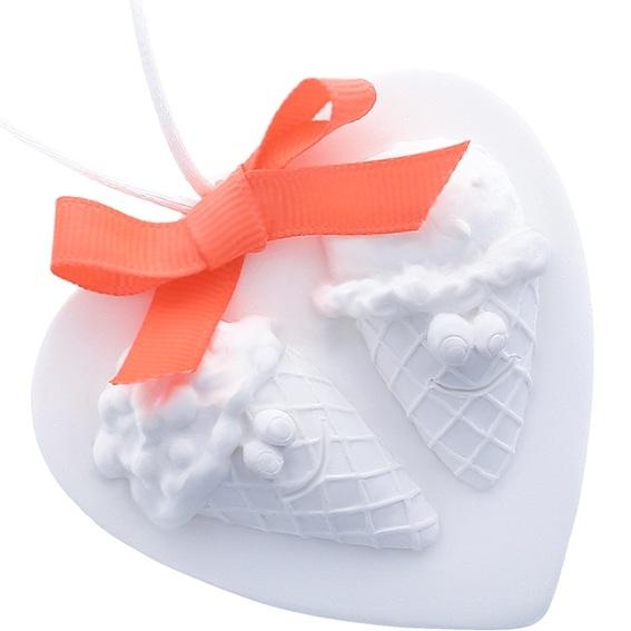 Ceramica perfumada corazon con heladitos