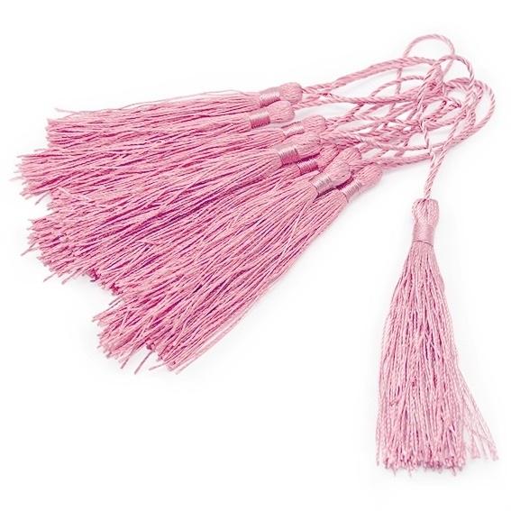 Borlas de hilo rosa