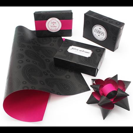 Papel negro y fucsia para regalos